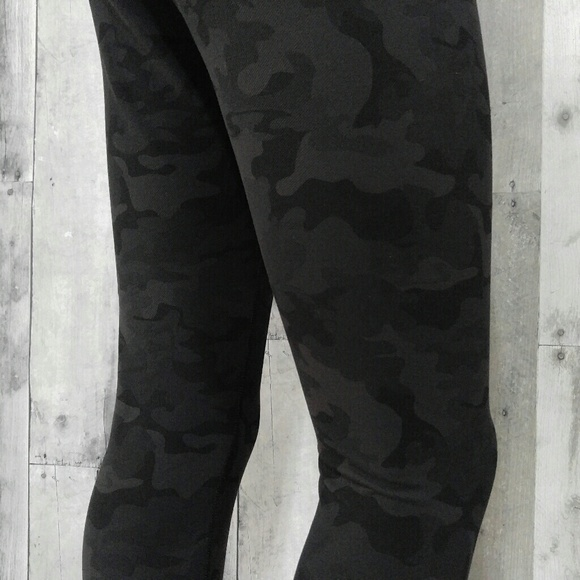 lululemon athletica - Black Camo Denim Lululemon Wunder