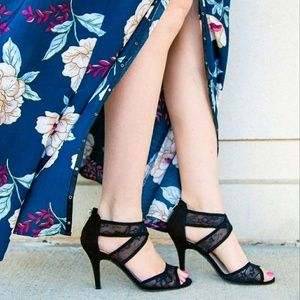 FIONI Clothing Shoes - NWT🎉BLACK FIONI ISABEL LACE HEELS 💋