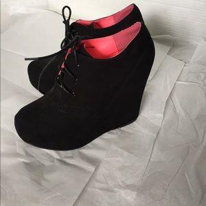 2B Bebe Shoes - 2B bebe black Booties!