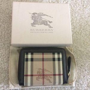 Burberry Handbags - NWOT Authentic Burberry Haymarket short wallet