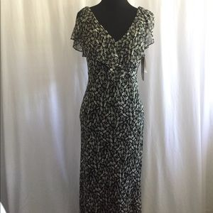 Jones New York Dresses & Skirts - Jones New York 100% silk fitted maxi dress