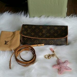 Louis Vuitton Handbags - 🍒🍉AUTH Louis Vuitton Twin Pouchette GM 🍉🍒