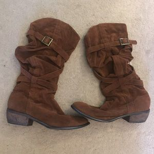 Shoes - Stylish cowgirl boots.