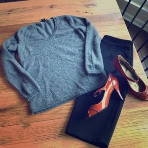 Anne Taylor cashmere v neck sweater in gray