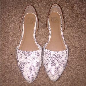 DV by Dolce Vita Shoes - Dolce Vita flats- Size 8