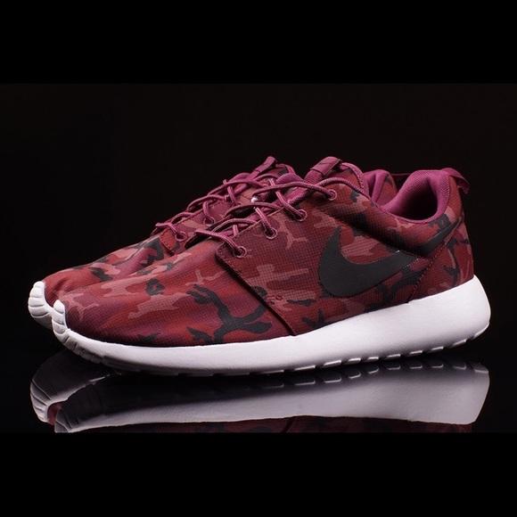 9d278cbb8633 Nike Roshe Run Print WORN ONCE red-black-burgundy.  M 594c44e32fd0b72966042e96