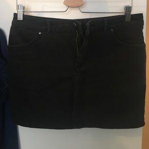 🆕 H&M black denim mini skirt