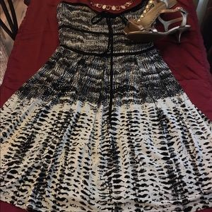 AKUALANI Dresses & Skirts - Strapless Black & White Dress