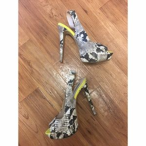 Steve Madden Shoes - Steve Madden peep toe sling back heel