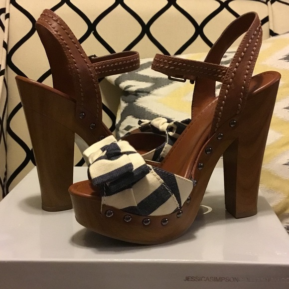 Jessica Simpson Shoes - Jessica Simpson platform sandals size 9