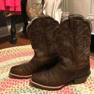 Ariat Shoes - Arian Cowboy boots NEVER WORN