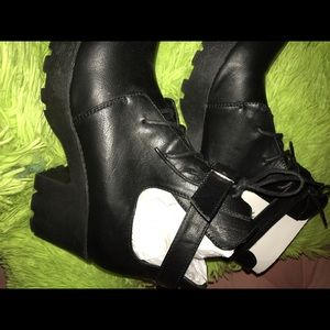 Tobi Valere Women's Black Ankle Boots