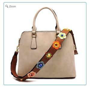 Handbags - 💰NEW Fashion Satchel with Flower Strap
