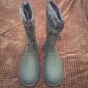 Other - Kamik men's size 10 -40F/-40C waterproof boots.