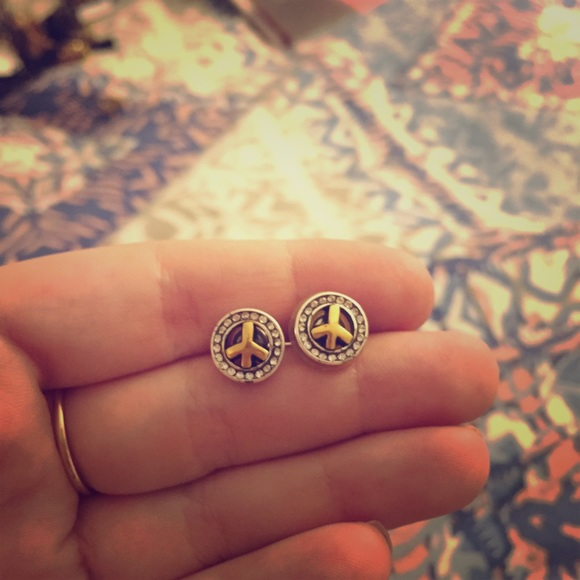 gold w diamond peace sign white earrings stud
