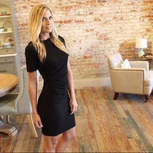 Dresses & Skirts - Black short sleeve rusched side dress