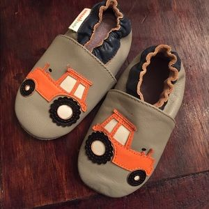 MOMObaby Other - NWOT MOMObaby soft sole leather baby shoes