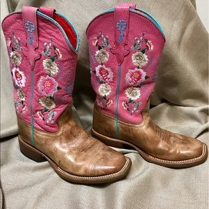 Macie Bean BOOTS Other - PINK Macie Bean Girls Boots💕🌸 Size 2 🌸💕Offer?