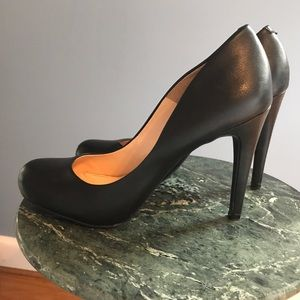 Jessica Simpson Shoes - EUC Jessica Simpson Black Pumps! Smoke free
