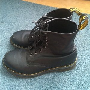 •Dr. Martens• 1460 W Boot