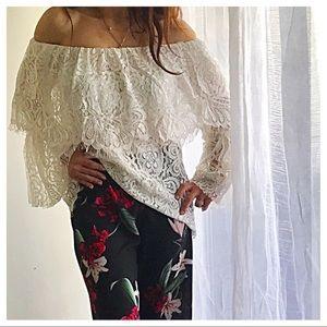 Tops - 🆕 Paris lace top