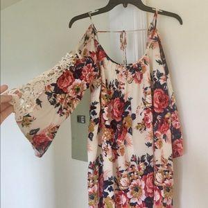 Umgee Dresses & Skirts - Floral cold shoulder dress