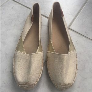 Sperry Shoes - Sperry Katama Espadrille in tan/gold.