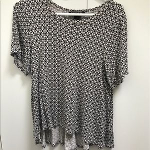 Black and cream patterned flowers  t shirt