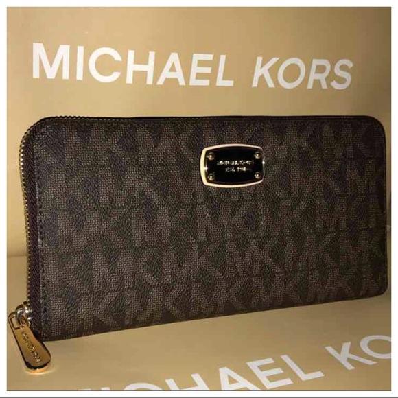 3544fe5d0f43 Michael Kors Bags | Nwt Mk Jet Set Xl Travel Wallet Brown | Poshmark