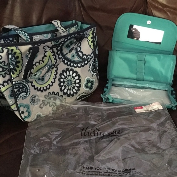 Thirty One True Beauty Bag Paisley Day No Monogram a68dca1be5b21