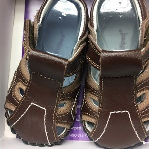 pediped Other - Brody Brown Sandals