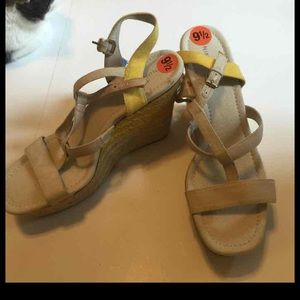 Nine West canvas wedges 9.5