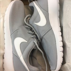 Nike Shoes - New in Box Nike Roshe One Shoes Size 4Y