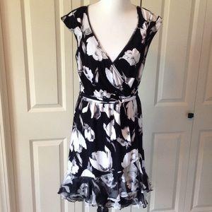 White House Black Market Dresses & Skirts - Black and white sleeveless floral WHBM dress