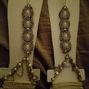 Shoes - Darling embellished foot jewlery Price each