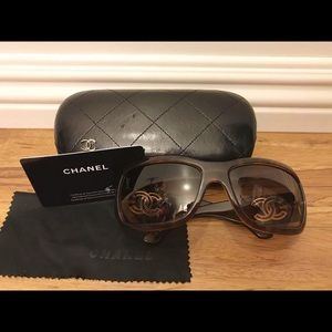 CHANEL Accessories - 😎Authentic Chanel Sunglasses 😎