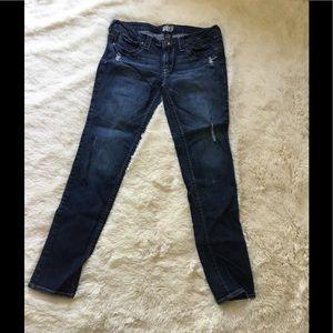 Denim - Iightly distress jeans