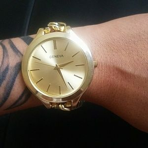 Geneva Accessories - 🆕Geneva gold plated large dial link watch