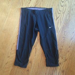 Nike Pants - Nike dri fit capri workout leggings size small