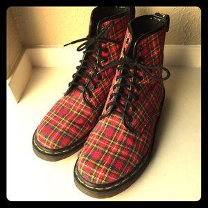Dr. Martens Shoes - Dr. Martens Boots tartan Plaid England punk Sz 6