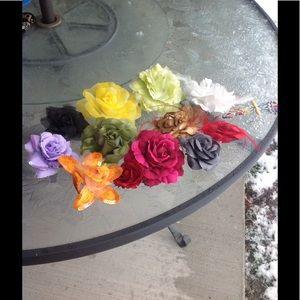 Accessories - 11 flower pins