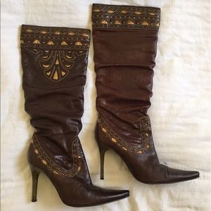 Vintage brown leather embroidered heeled boots