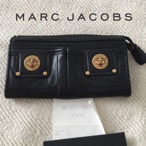 Marc By Marc Jacobs Handbags - EUC 🖤Marc by Marc Jacobs Turnlock Wallet🖤