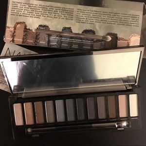 Urban Decay Other - NIB Urban Decay Naked Smoky Eye Shadow Pallete 🖤