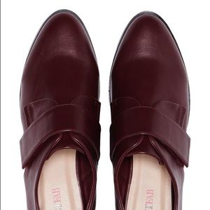 🍃Adorable burgundy oxfords