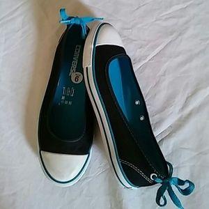 Converse Shoes Sz 6