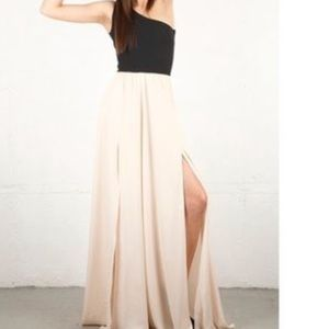 Alexis Dresses & Skirts - Alexis Arian Dress in Poppy