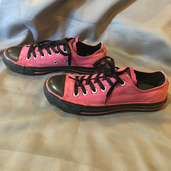 47 off converse shoes converse pink and black womens 8