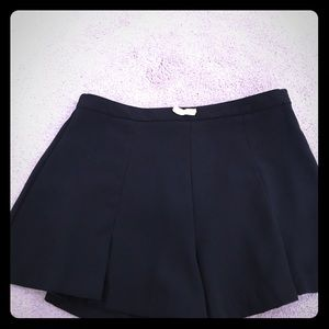 Forever 21 flowly black shorts! Size medium!