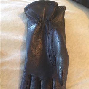 Thinsulate Accessories - Womens black leather gloves